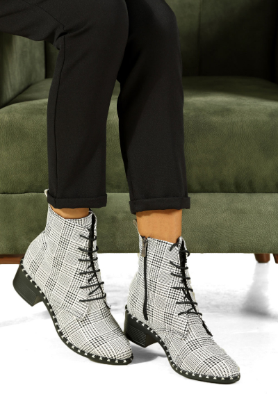 LACE UP BOOTS WITH ZIPPER