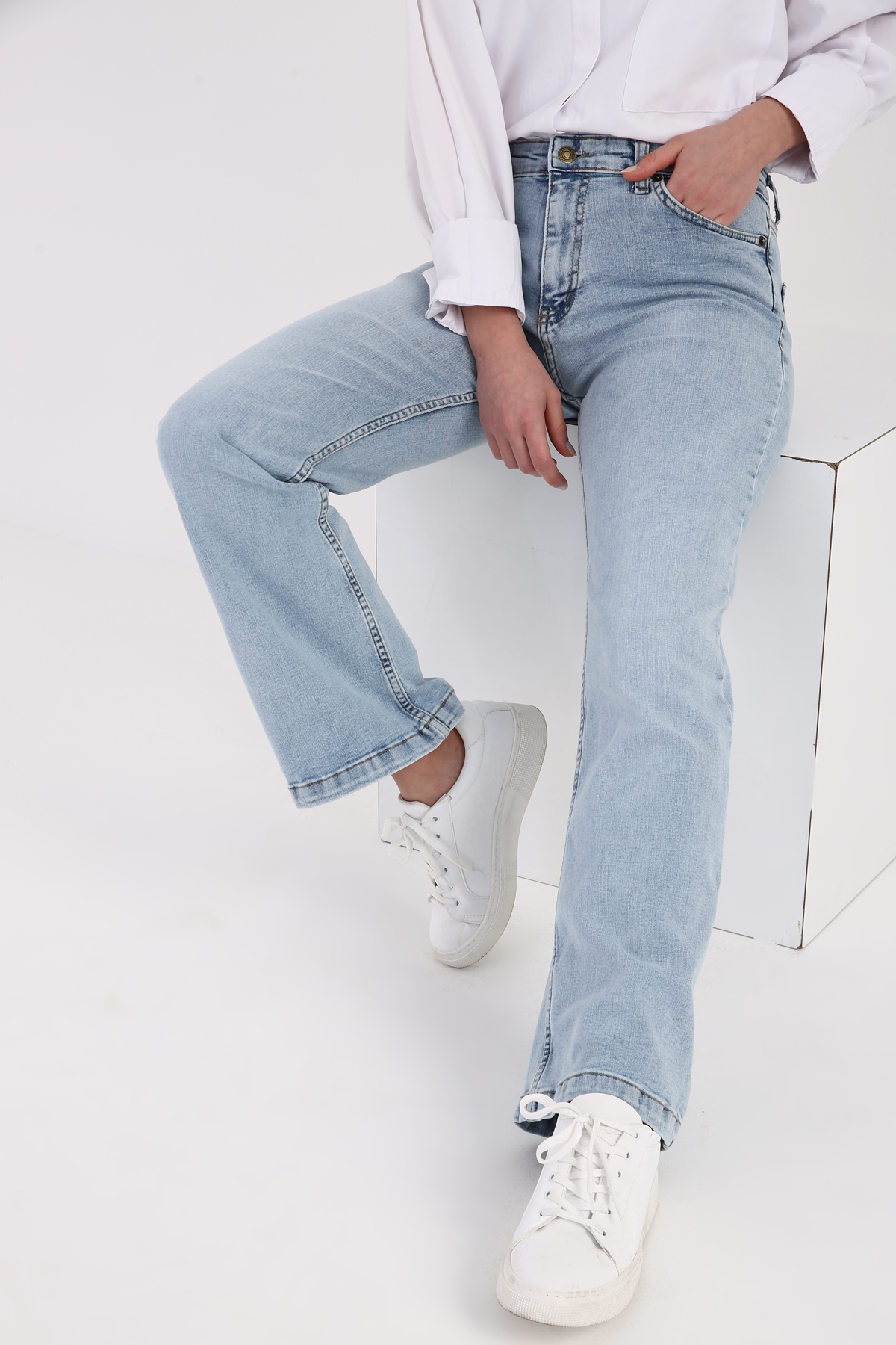Straight 5-pocket Denim Pants