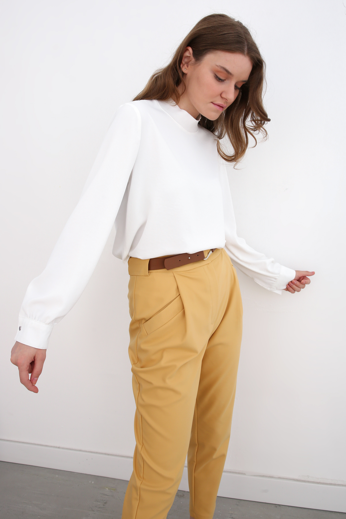 Pleated Pegged Pants With Belt