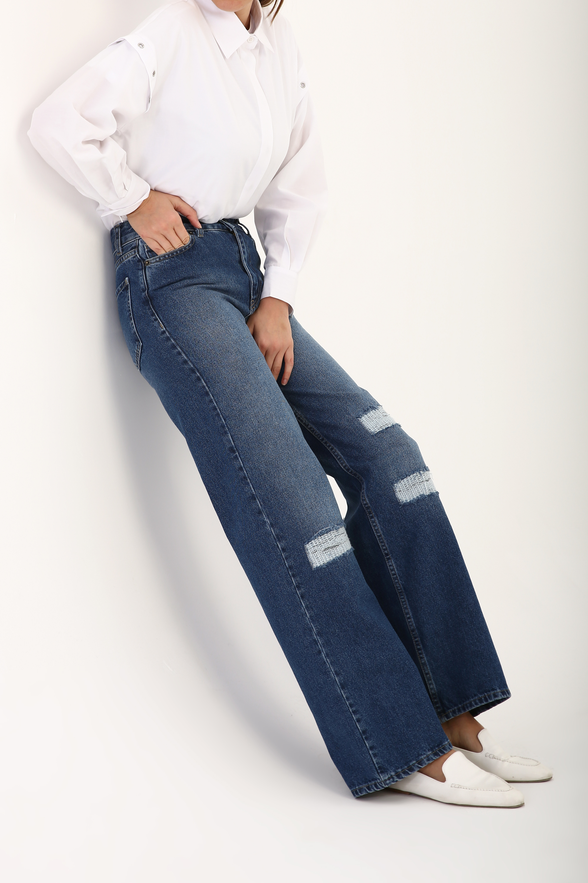 Straight Cut Distressed Jeans