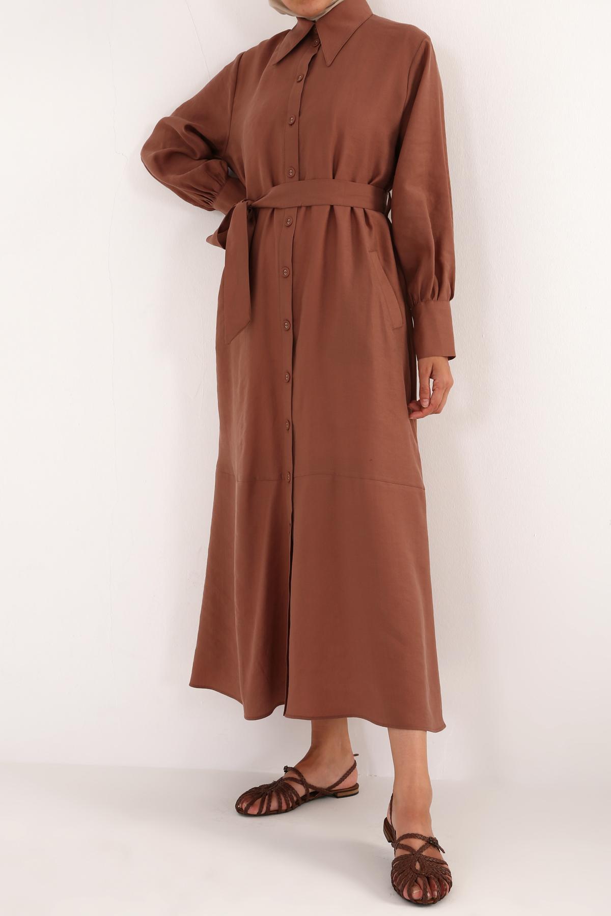Eteği Volanlı Düğmeli Tensel Elbise