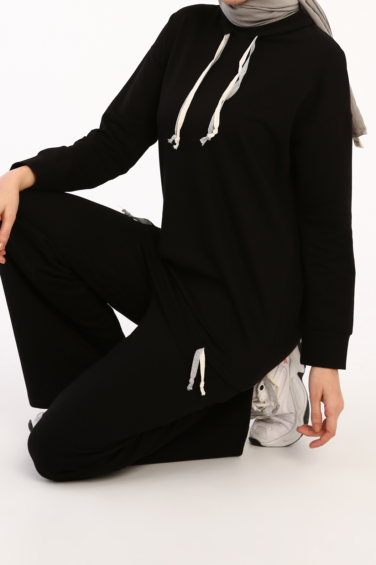 Neck and Hem Lace Detailed Comfy Tracksuit