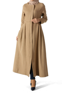 HIDDEN BUTTON PLEATED CACHET CAPE