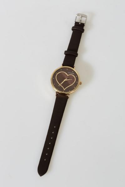 İçi Kalp Desenli Saat
