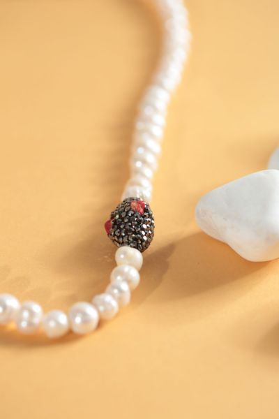 PEARL DETAIL NECKLACE