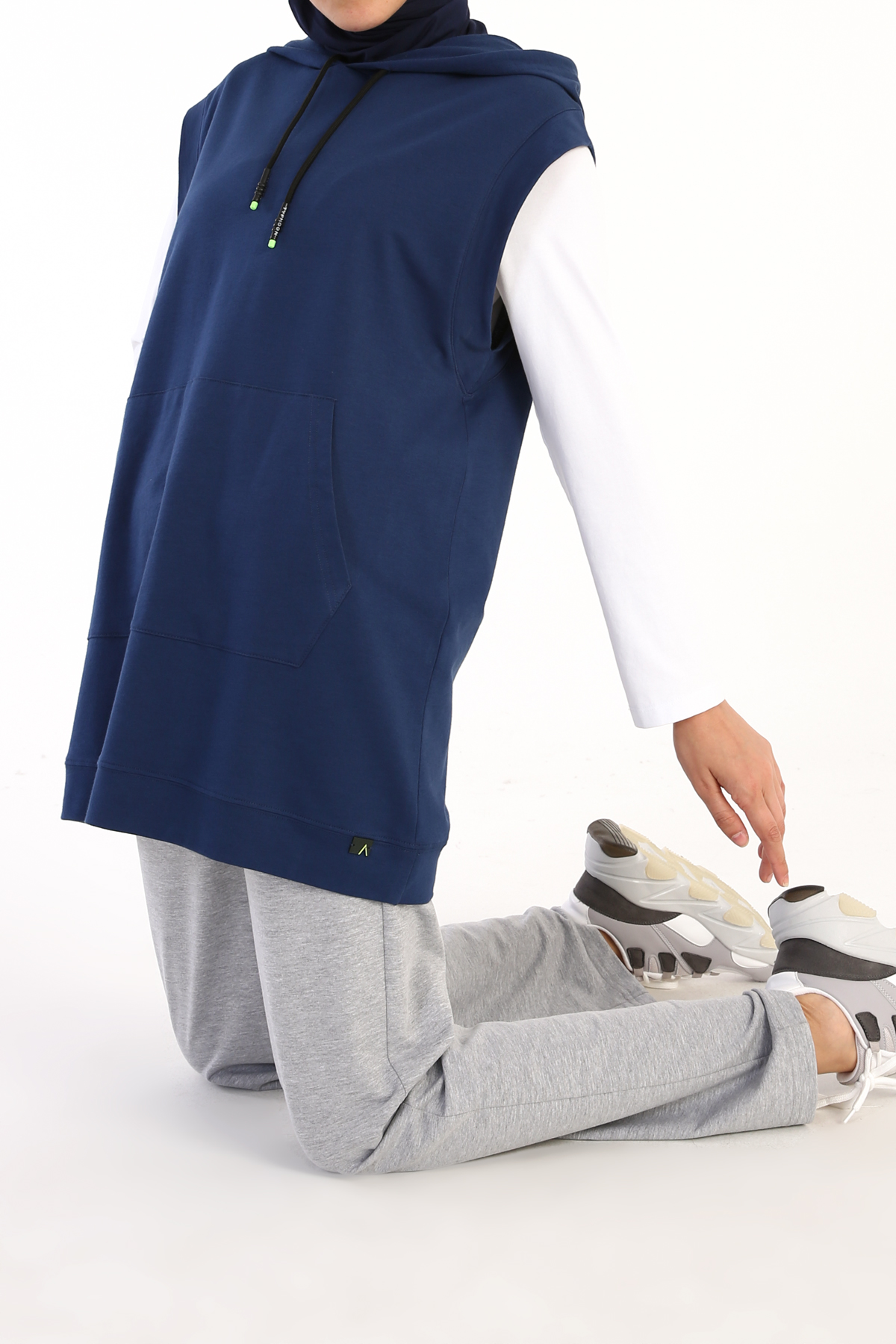 Kangaroo Pocket Hooded Sweat Sweater