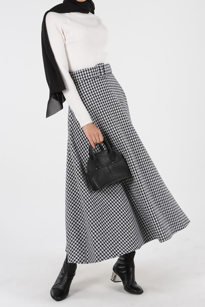 Crowbar Patterned Belted Skirt