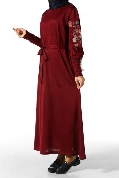 Kolu Nakışlı Elbise