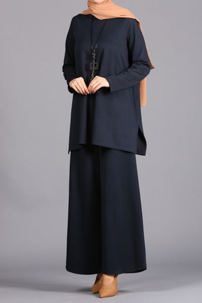 HIJAB SUIT WITH NECKLACE