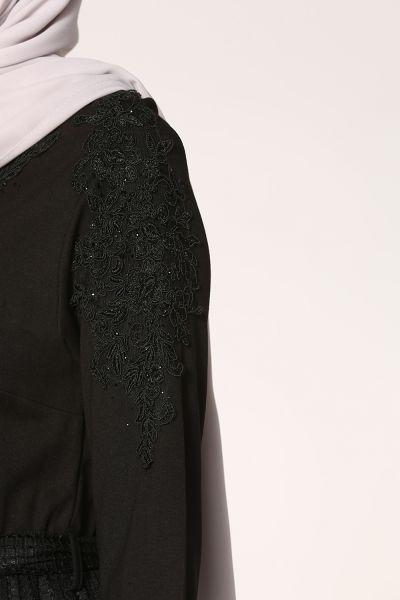 Kuşaklı Kol İşlemeli Elbise