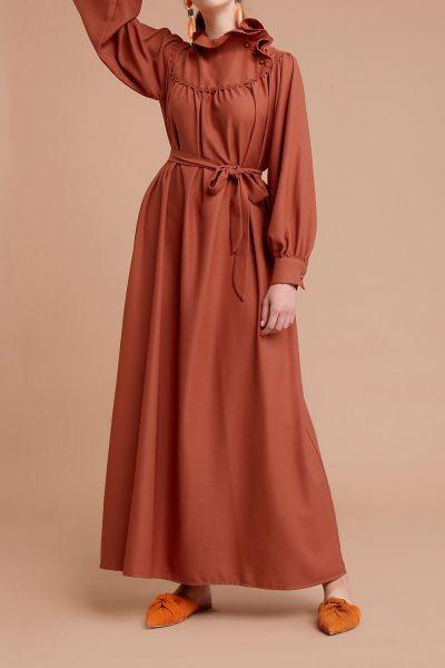 Kuşaklı Yakası Fırfırlı Elbise