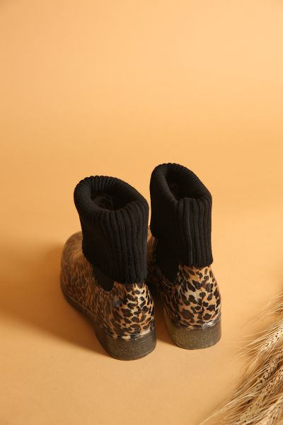 LEOPARD PATTERNED BOOTS