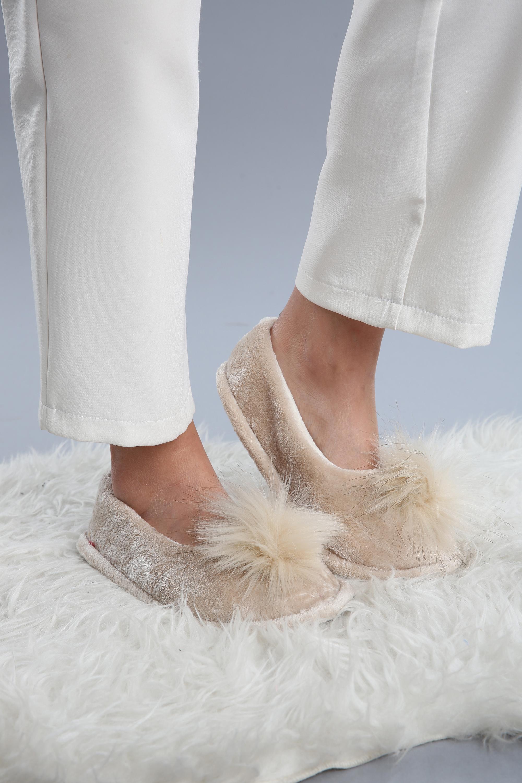 Önü Ponponlu Ev Ayakkabısı