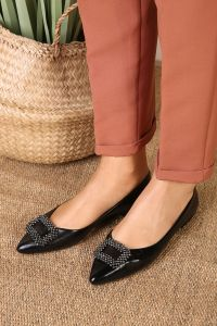 STONE DETAIL FLAT SHOES