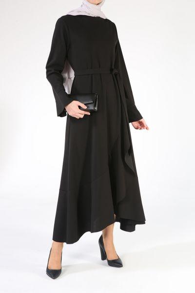 Volan Detaylı Yaka Kuşaklı Elbise