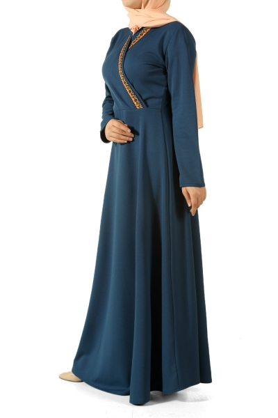 Yakası Nakışlı Elbise