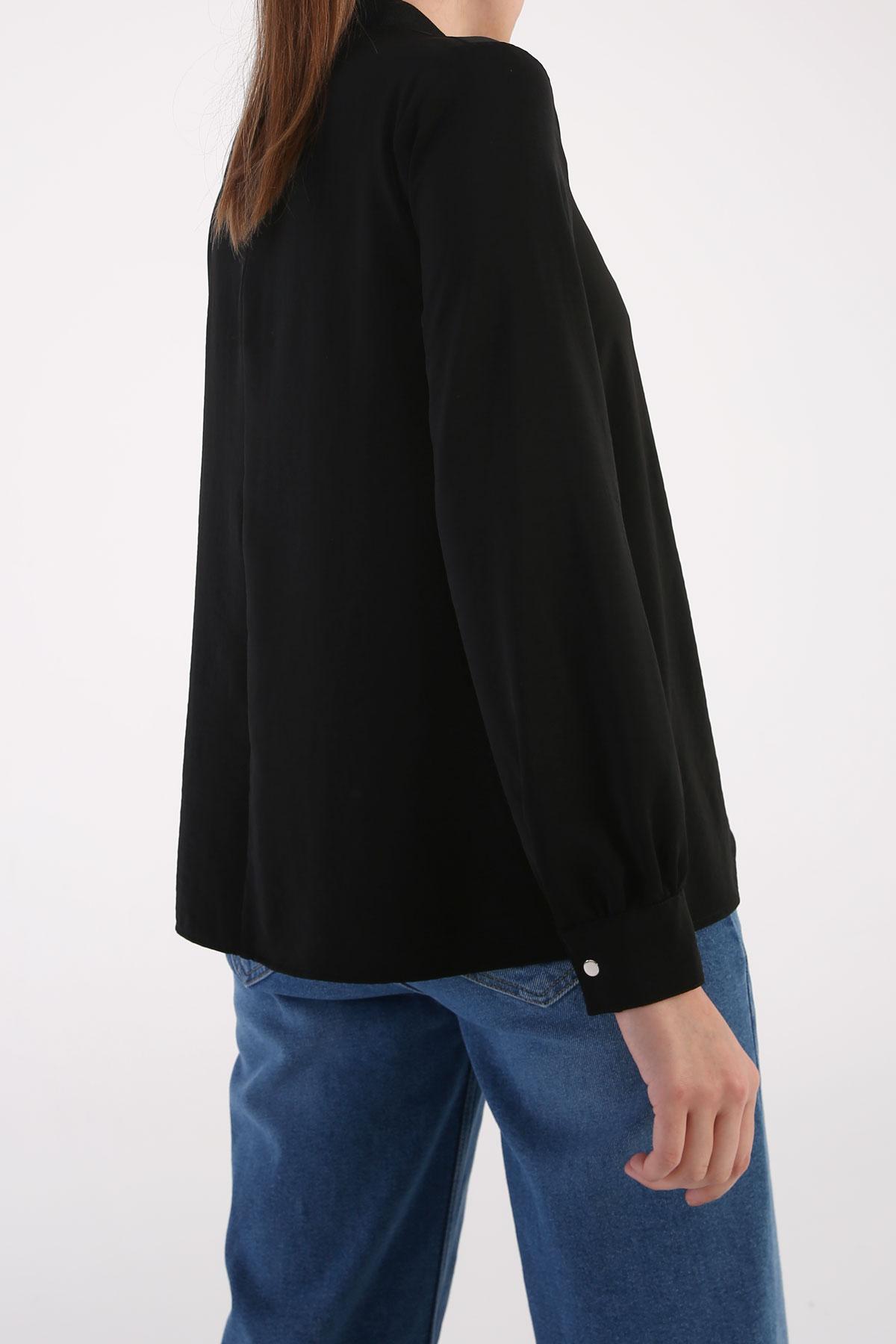 High Neck Cuff Detailed Zippered Blouse